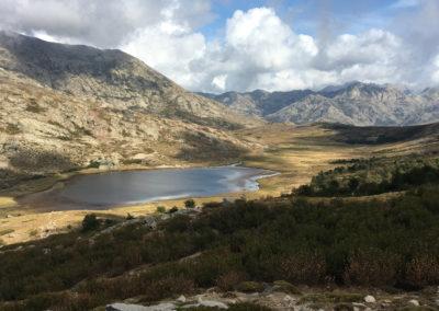 Jezioro Nino widziane z przełęczy Reta (1883m n.p.m.)