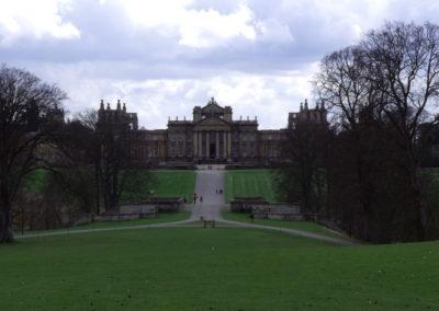 Widok na Blenheim Palace z pod wieży zwycięstwa