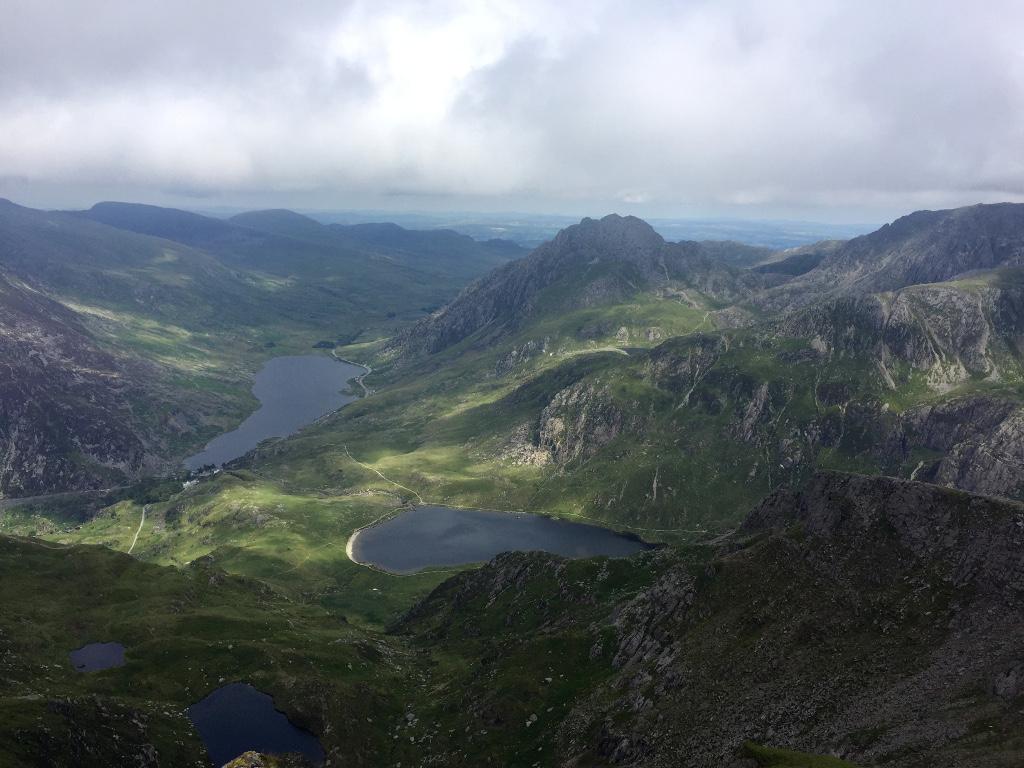 Widok z Y Garn na okoliczne jeziora. Pogoda znów nas rozpieszcza!