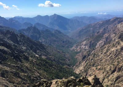 Widok na drugą stronę gór z przełęczy Stagni.