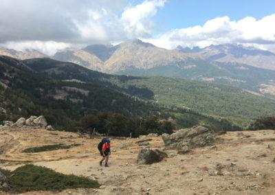 Przełęcz San Pedru (1452m n.p.m.) widziana z góry.
