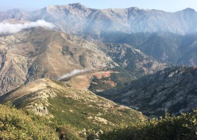 Po wejśćiu na przełęcz Porco. Gdzieś w dole znajduje się schronisko ale nie widać go na zdjęciu.